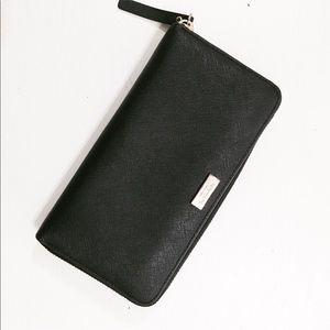 Kate Spade ♠️ New York zip up black wallet